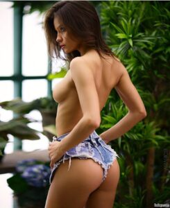 great sluts repost from intl.girls – funny shaped butts