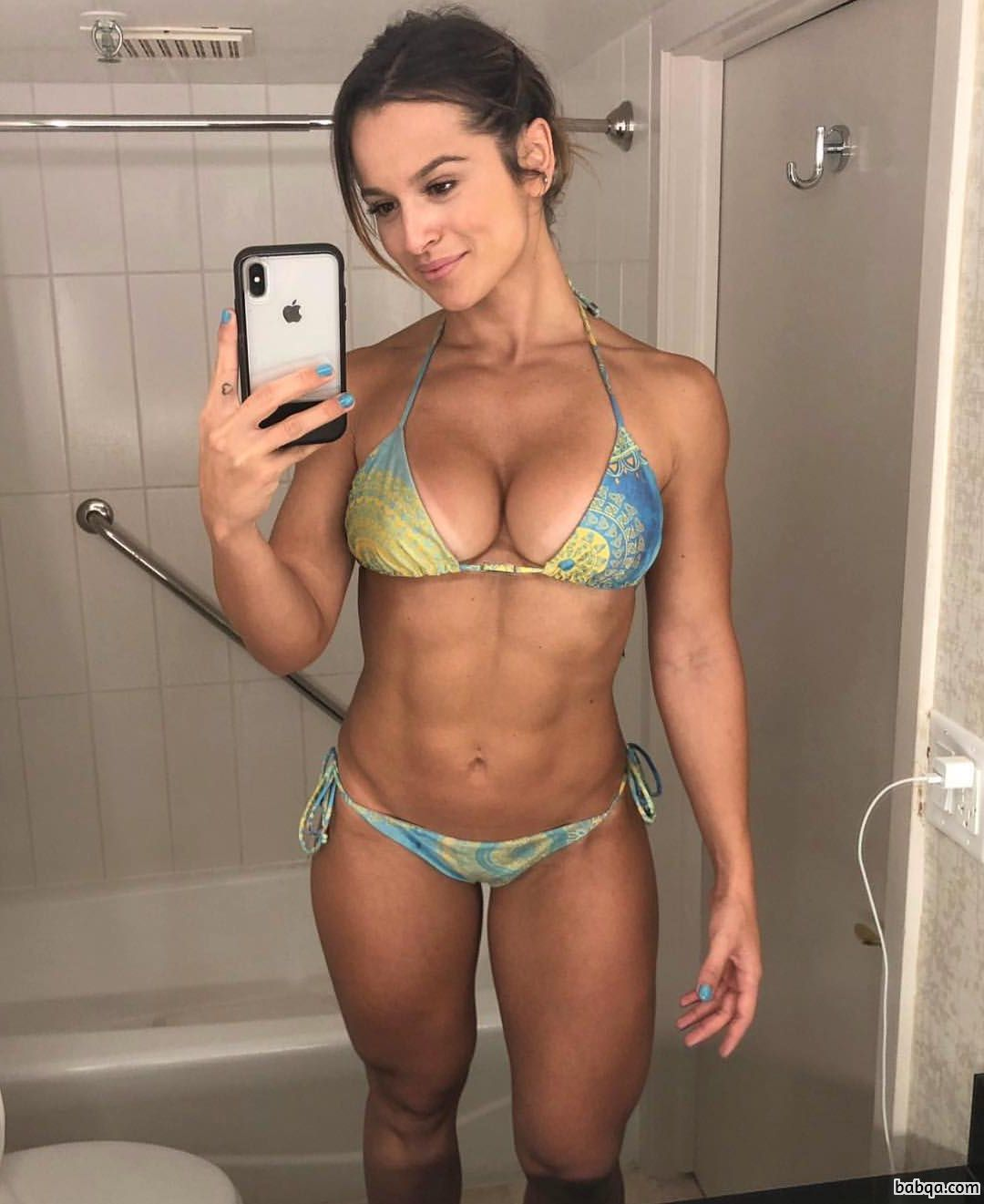 reddit muscle repost from femalesphysiques – hot girl with boobes
